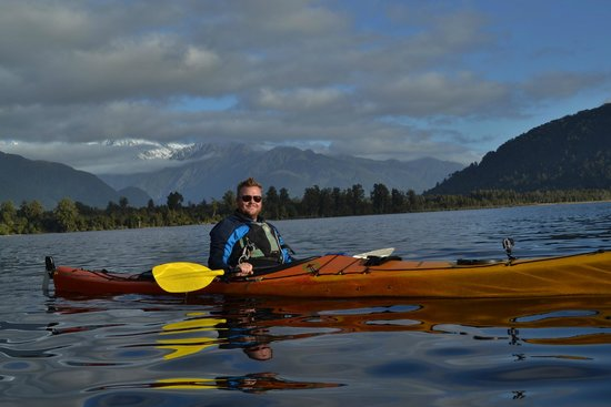 Glacier Country Kayaks : Out on Lake Mapourika