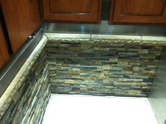 Quality Inn Central Denver: York stone cladding in the lift .... Now there's classy!