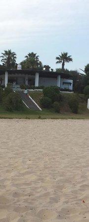 El Mouradi Beach : IL BARBECUE INUTILIZZATO
