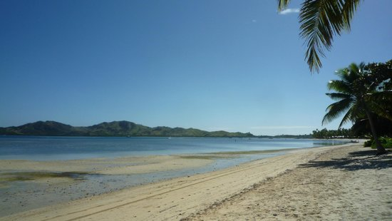 Lomani Island Resort: Beach