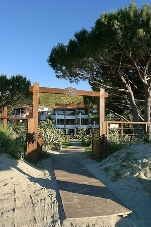 La Roya : Accès à l'hôtel de la plage