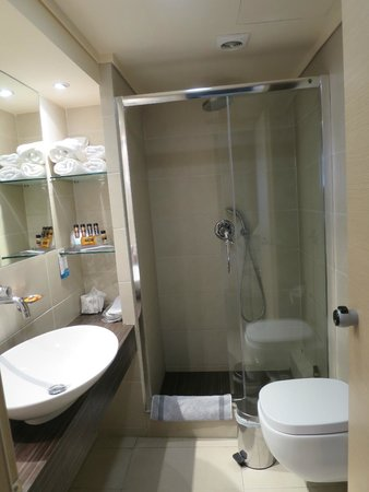 Radisson Blu Park Hotel Athens: The bathroom