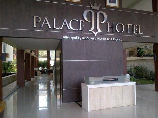 Palace Hotel: Hotel Entrance