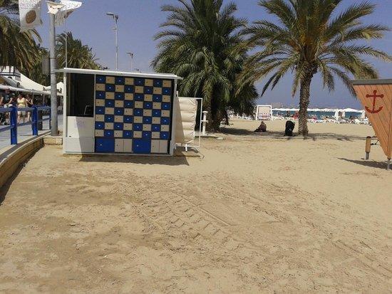 Playa del Postiguet: Puesto de consignas/maletero