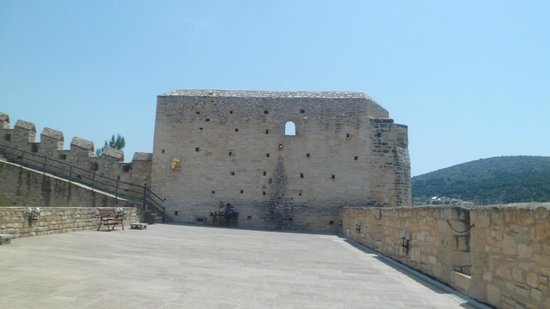 Cesme Castle: Kale içi