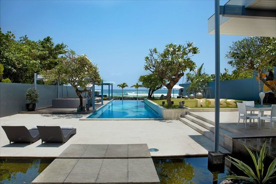 Beachfront pool and courtyard, Luna2 private hotel