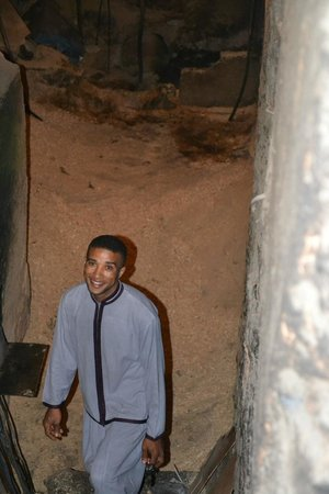 Riad Houdou : Aziz nous emmène récupérer la tanjia au hammam