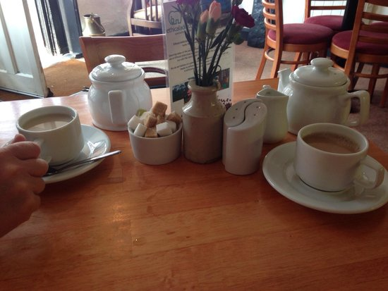 Jelly Roll Cafe: Complimentary tea with breakfast