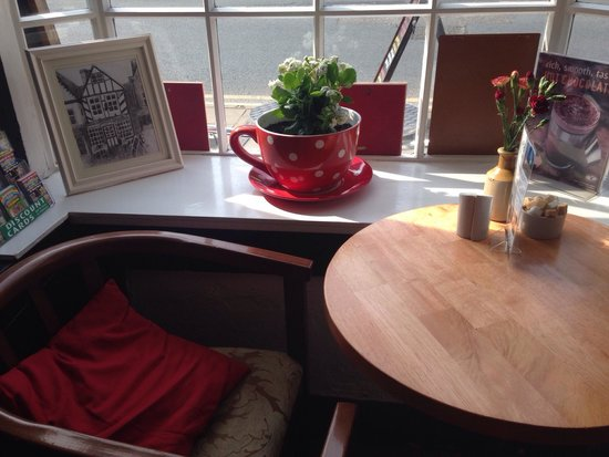 Jelly Roll Cafe: Such a lovely window seat