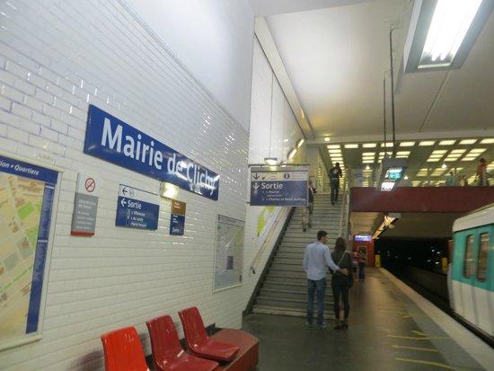 Stazione mairie de clichy - scesi dal treno - Picture of Appart\'City ...
