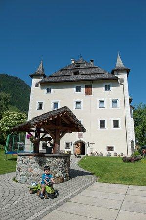 Schloss Saalhof: Garden and playground