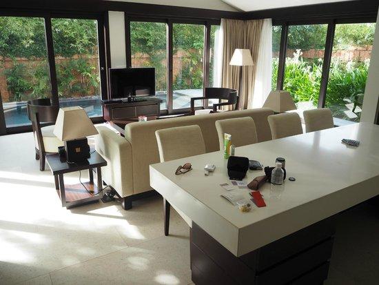 Fusion Maia Da Nang: Lovely living area in the spa villa.