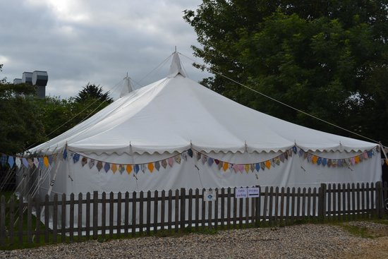 The Bell Inn Freehouse: Marquee in the garden