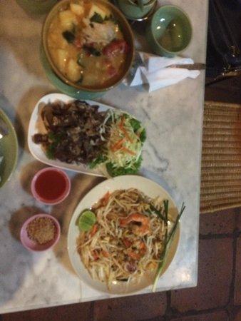 Chai Karr : Pad Thai, Duck, Red Curry