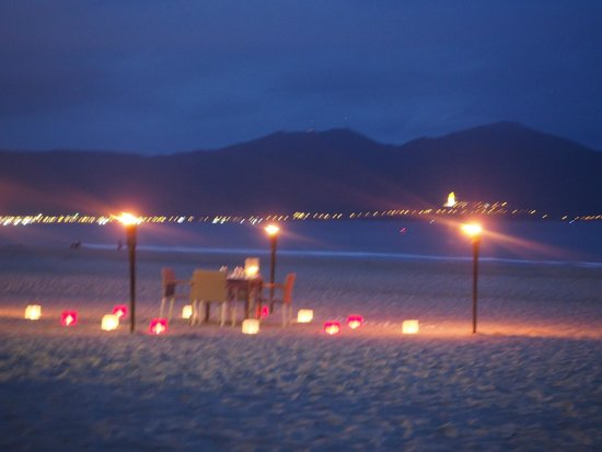 Fusion Maia Da Nang: Romantic setup for dinner on the beach!