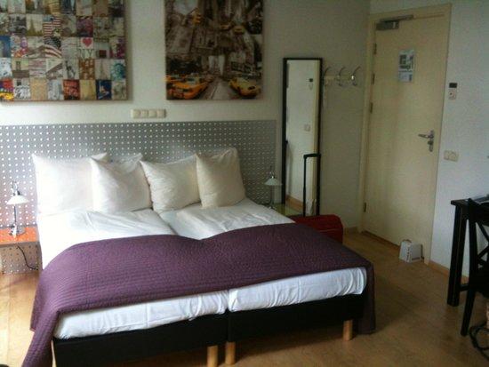 The Bridge Hotel : room 227