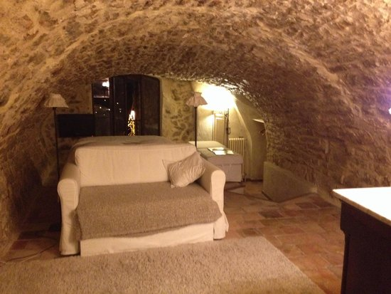 jolie chambre picture of la maison d 39 isabelle teyran. Black Bedroom Furniture Sets. Home Design Ideas