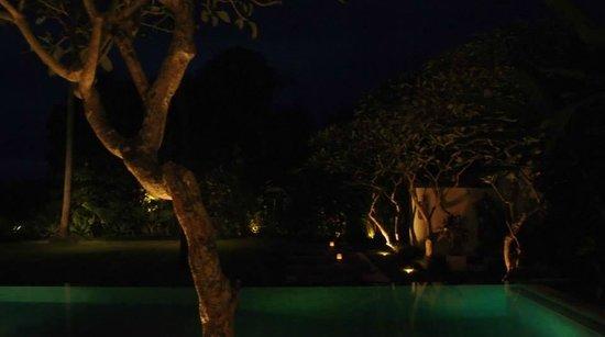 Kemah Tinggi: The Pool @ Night