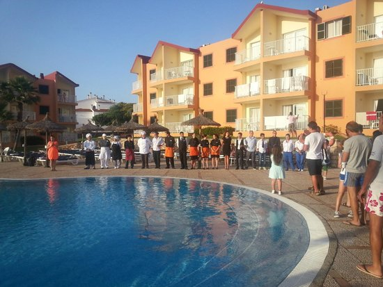 Apartamentos Roc Cala d'en Blanes Beach Club: La sera del bye bye, quasi tutto lo staff :(