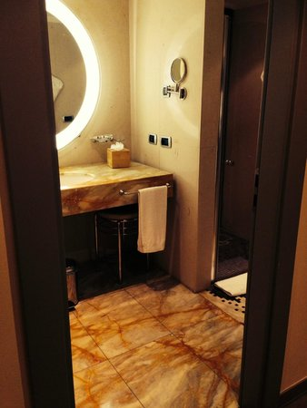 Port Palace Hotel : Bathroom