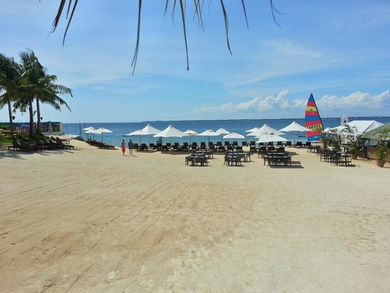 Crimson Resort and Spa, Mactan: Hotel beach side lounging area and bar, and pier for water activities.