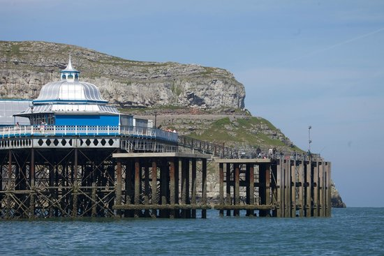 Llandudno Pier : Pier and cliffs