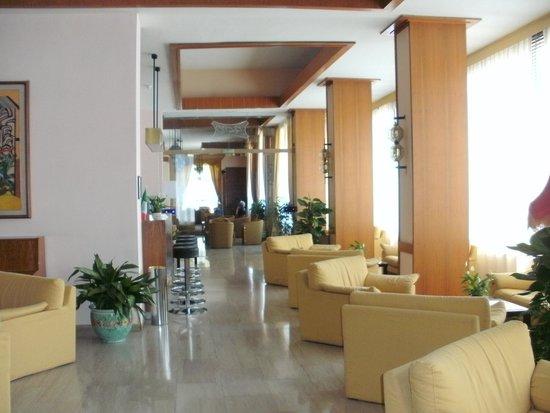 Cesare Augusto: lounge