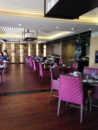 JW Marriott Mumbai Juhu: Eating area
