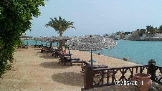 Hotel Sultan Bey Resort : Vista desde la piscina hacia una zona de descanso