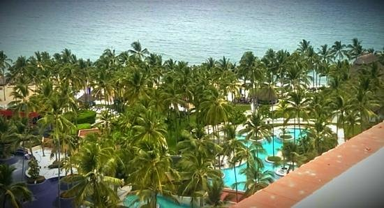 The Westin Resort & Spa Puerto Vallarta: Pool and beachfront.