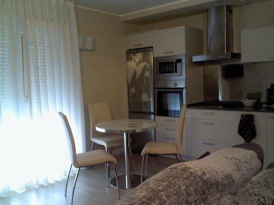 Apartamentos Ancora: Comedor-cocina, totalmente equipado y muy amplio