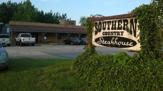 Southern Country Steakhouse An: Free parking