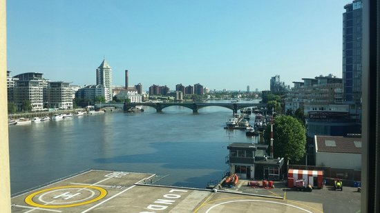 Crowne Plaza London - Battersea : Vista del Tamesis