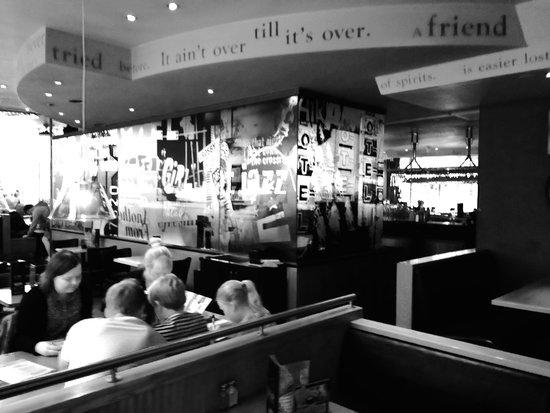 TGI Friday's: bar