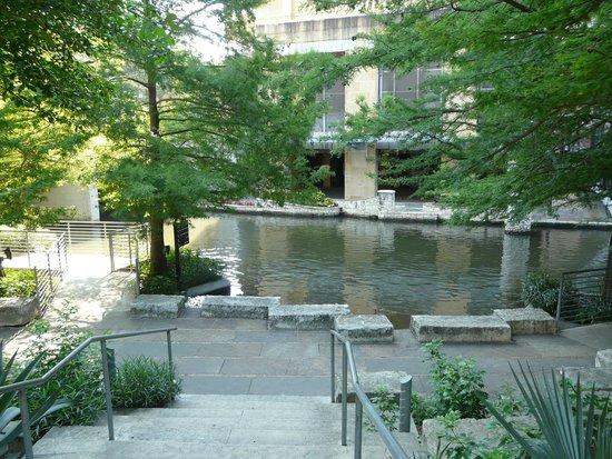 San Antonio River: River walk