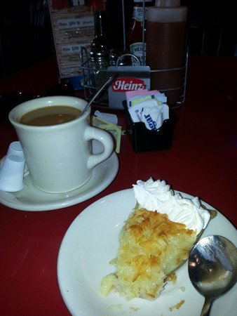 Wintzell's Oyster House: Coconut pie and coffee... Insanely good!