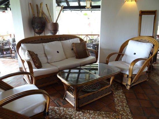 Pinewood Beach Resort & Spa: Lounge area
