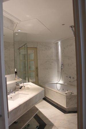 Majestic Hotel & Spa Barcelona: Bathroom