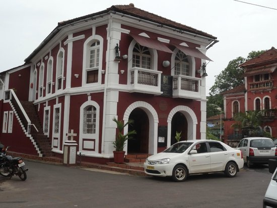 Fontainhas: People's Inn (by Welcomheritage of Panjim Inn)