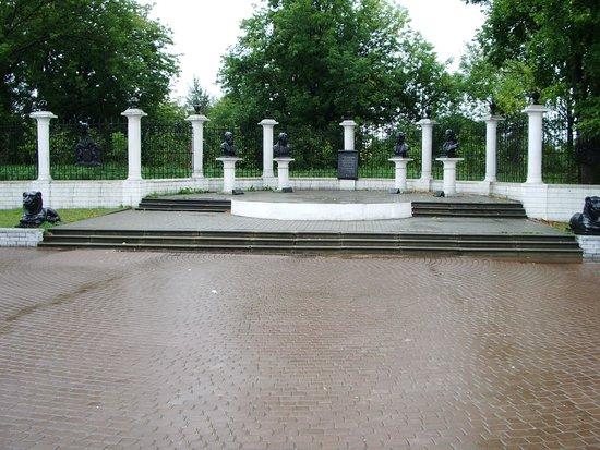 Hotel Batashev: Площадь напротив музея