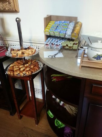 Boutique Hotel Seven Days : Breakfast pastries, spreads - every day