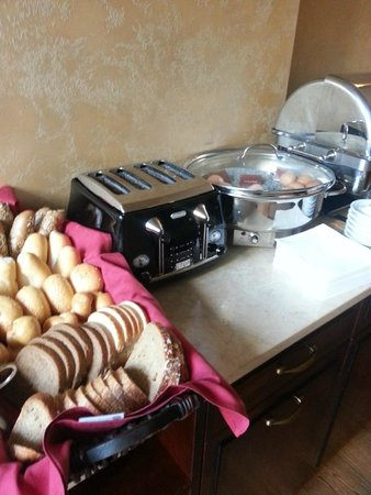 Boutique Hotel Seven Days : Breakfast breads, toaster and choice of boiled eggs - every day