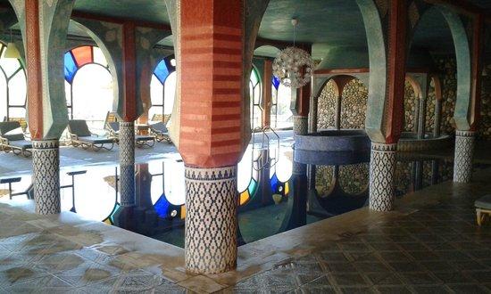 Kasbah Hotel Xaluca Arfoud: Piscina climatizada