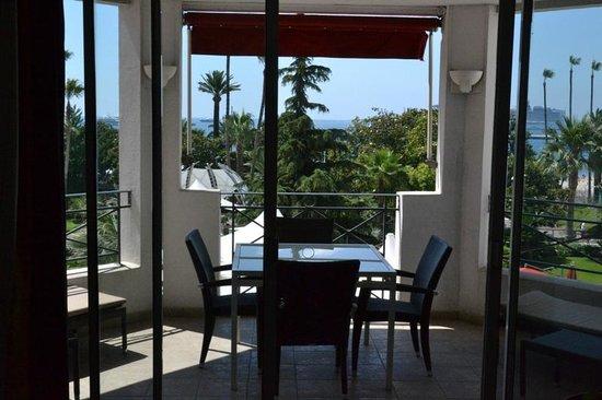 Hôtel Barrière Le Majestic Cannes: Terrace