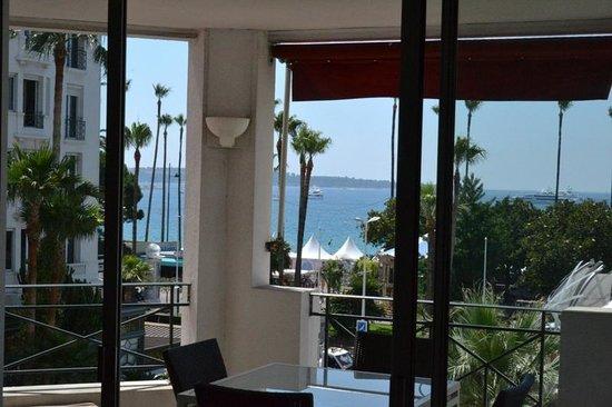 Hôtel Barrière Le Majestic Cannes: Sea view terrace