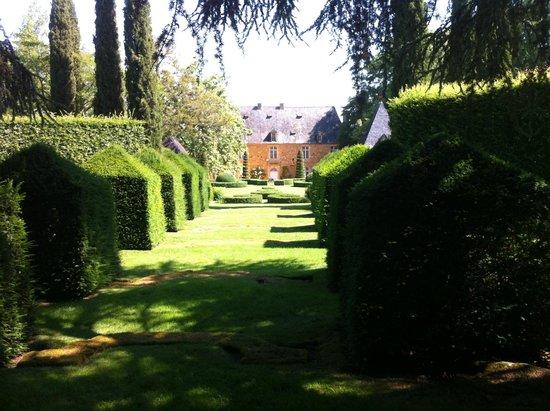 Eyrignac et ses Jardins : l'allée des charmes