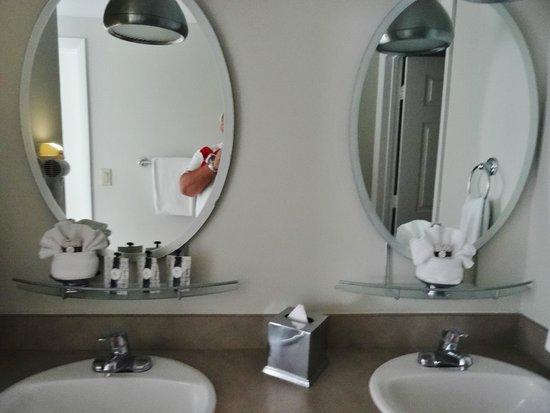 The Savoy Hotel: salle de bains avec 2 vasques