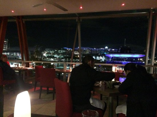 Kobe Jones: dinning area with a good view on Darling Harbour but in freezing conditions