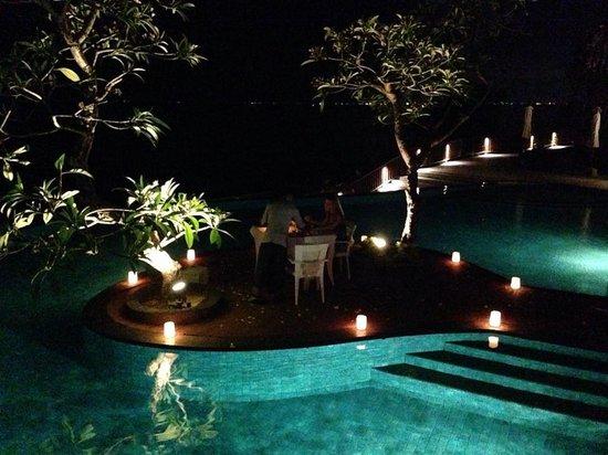Anantara Uluwatu Bali Resort : Private pool side dinner