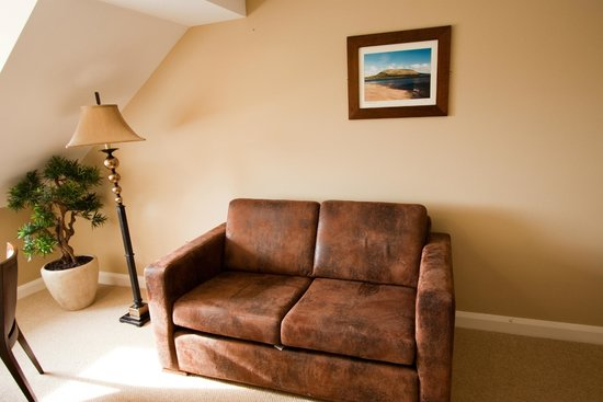 Strandhill Lodge and Suites Hotel: Living Area in Superior Suites